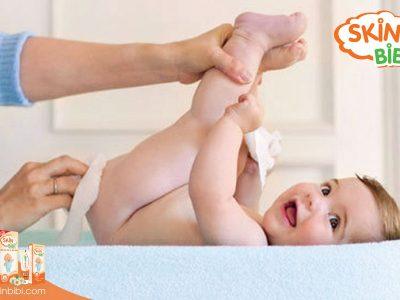 Các bước thay tã để bảo vệ làn da bé