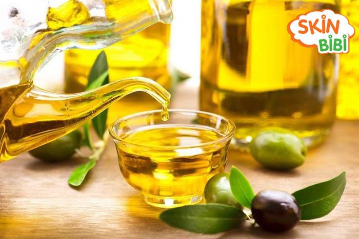 Trị hăm dân gian bằng dầu oliu dưỡng ẩm